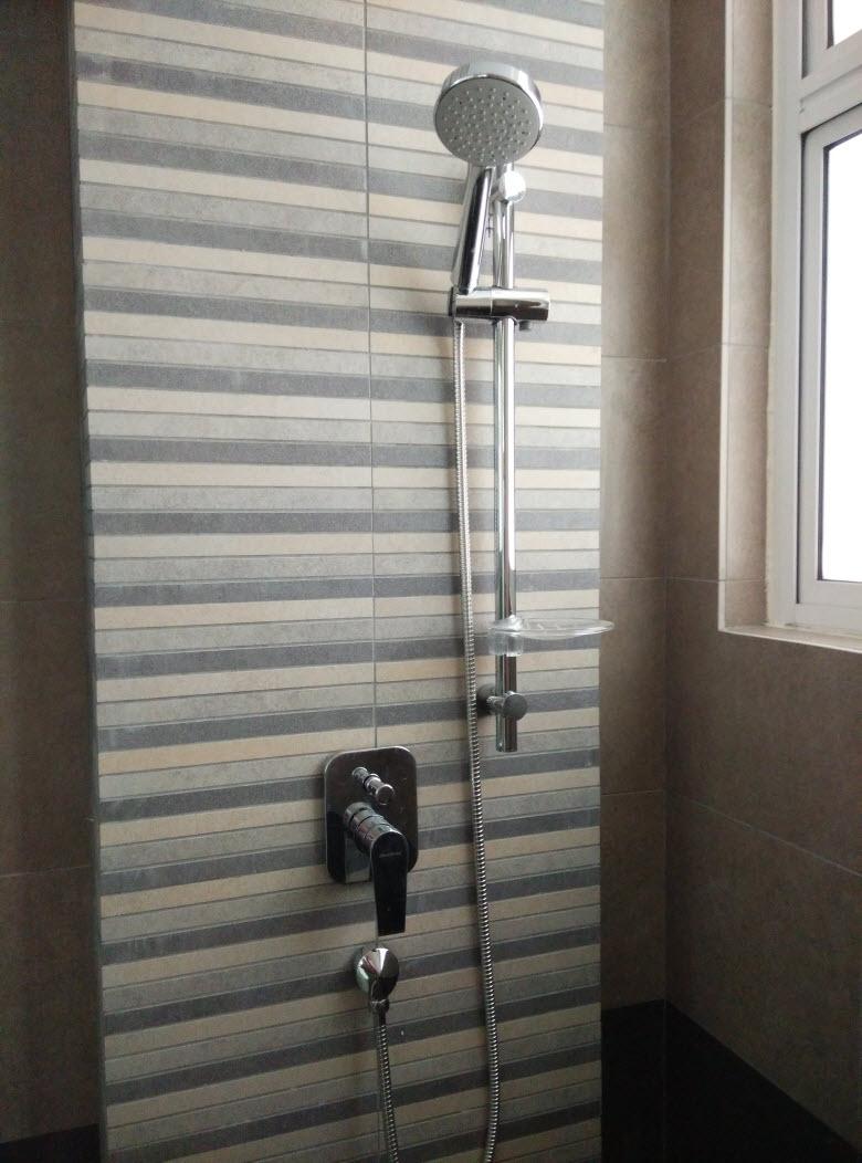 Zetapark Unit Shower Room